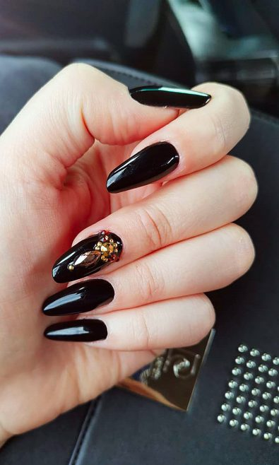 26-polished-matte-and-acrylic-black-nail-design-ideas-vol-1