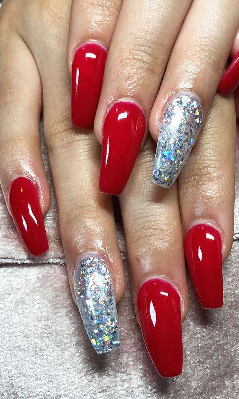 Red Acrylic Nail Designs in Polished And Matte Shades