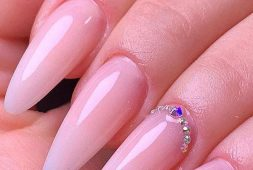 39-simple-and-flashy-polished-gel-nail-designs-for-summer