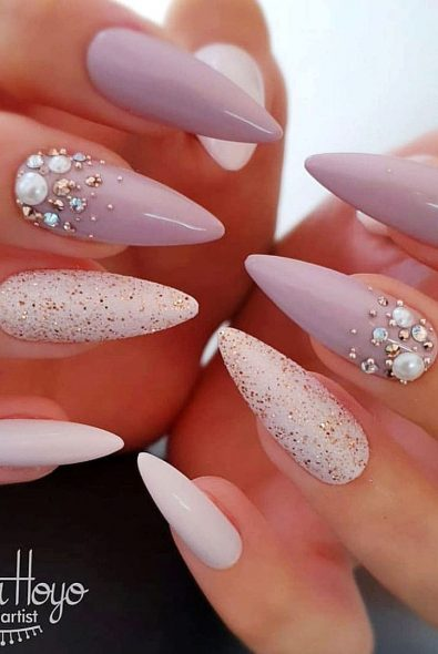 simple-and-acrylic-almond-nail-shapes-suitable-for-summer-season