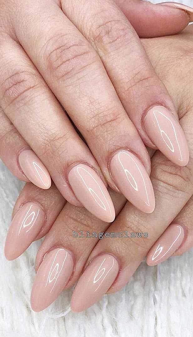 Simple And Acrylic Almond Nail Shapes Suitable For Summer